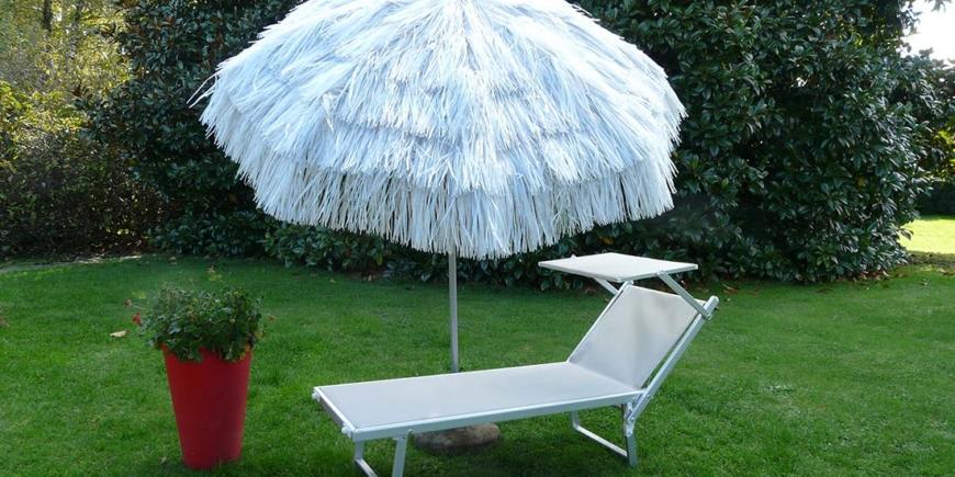 Qual è la musica perfetta da ascoltare sotto l'ombrellone?